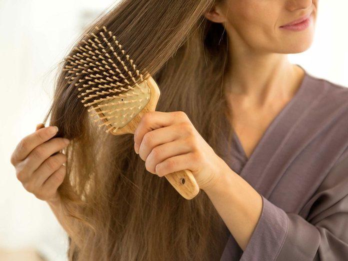 Soins de la peau: brosser cent fois mes cheveux ne les fait pas briller.