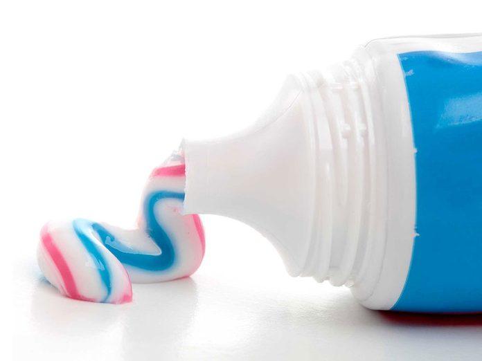 Soins de la peau: le dentifrice ne combat pas l'acné.