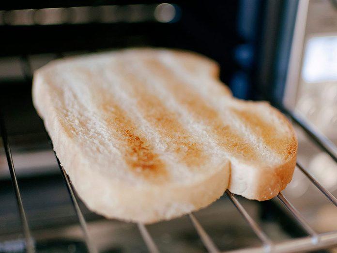 Vous avez toujours faim parce-que vous consommez (encore) du pain blanc.