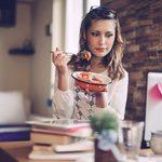 Toujours faim? 8 raisons expliquent cette fréquente envie de manger