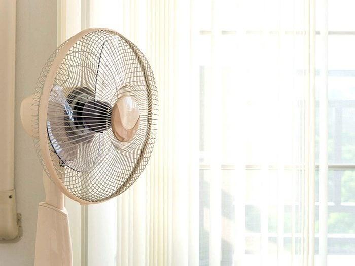 Faites tourner le ventilateur pour éviter les allergènes.
