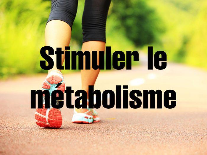Bienfaits de la marche: elle permet de stimuler le métabolisme.