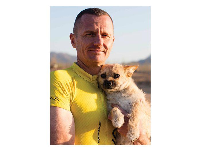 Ce chien m'a finalement suivi pendant le marathon du désert de Gobi.