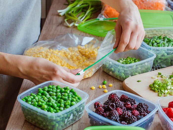 La bonne façon de congeler les fruits et les légumes.