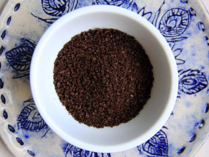 Rendre le café plus velouté avec des coquilles d'oeufs.