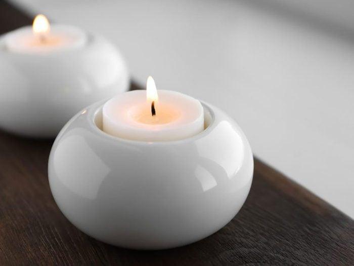 Laver des pots à chandelle sans enlever la cire est l'une des choses qui réduisent la durée de vie d'un lave-vaisselle.
