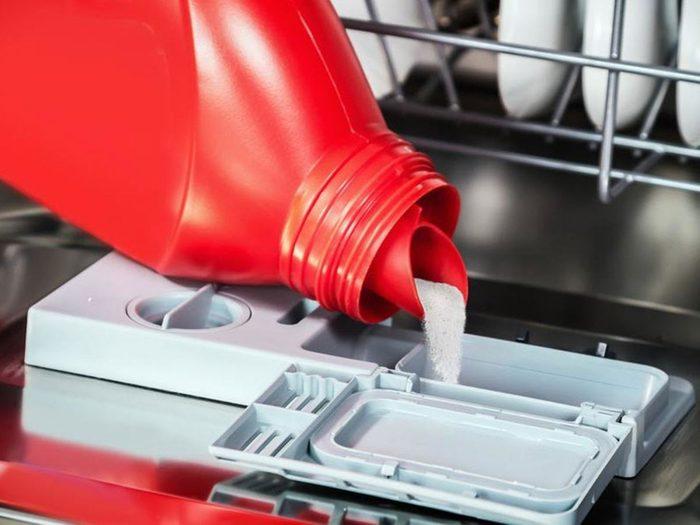 Utiliser une eau «dure» est l'une des choses qui réduisent la durée de vie d'un lave-vaisselle.