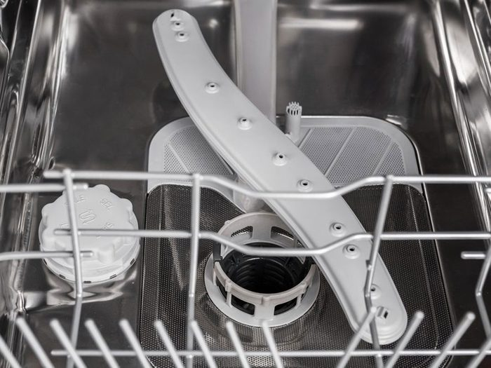 Oublier de verrouiller le filtre en bas est l'une des choses qui réduisent la durée de vie d'un lave-vaisselle.