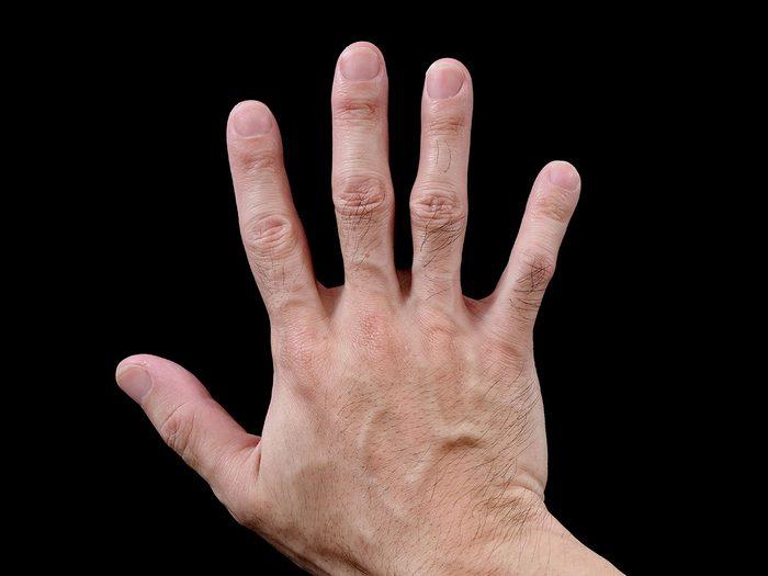 La pronation et supination en chaîne ouverte est l'un des étirements des poignets conseillés.