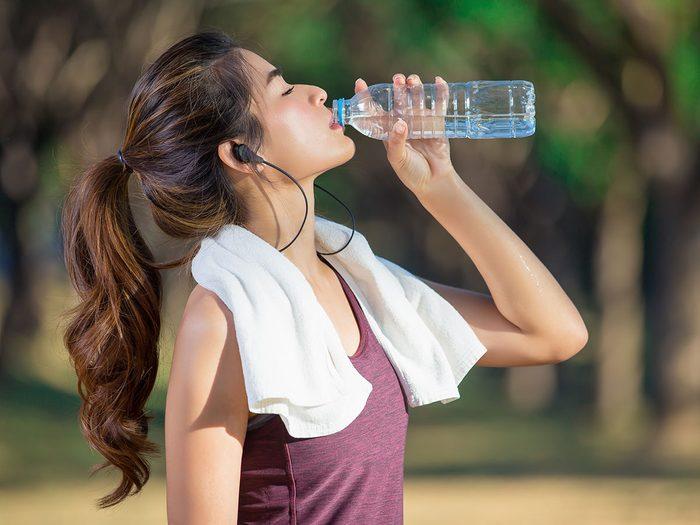 Hydratation: l'eau qui sort, l'eau qui entre.