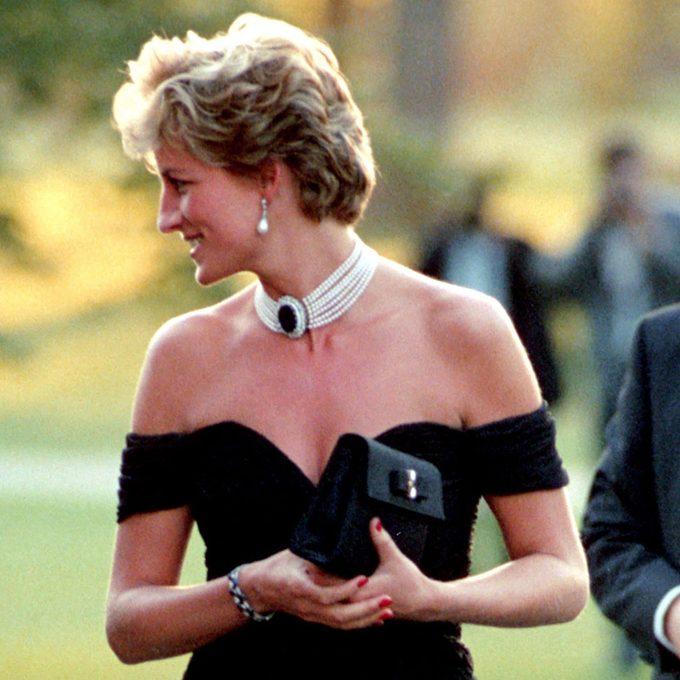 La véritable histoire derrière la fameuse «robe de la vengeance» de la princesse Diana.