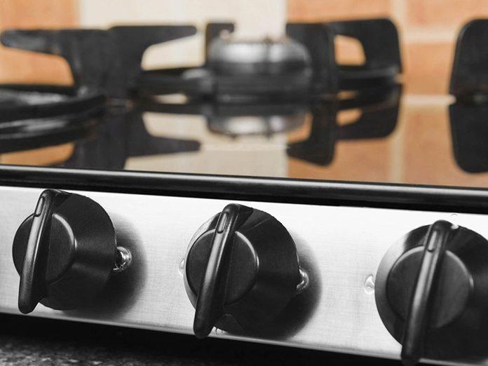 Les boutons de four conventionnel font partie des choses incroyables à nettoyer dans le lave-vaisselle.
