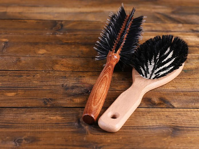 Les brosses à cheveux font partie des choses incroyables à nettoyer dans le lave-vaisselle.