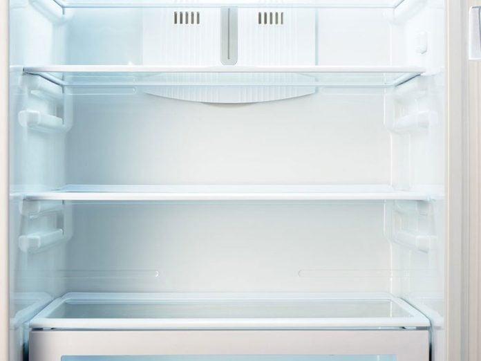 Les étagères de réfrigérateur font partie des choses incroyables à nettoyer dans le lave-vaisselle.
