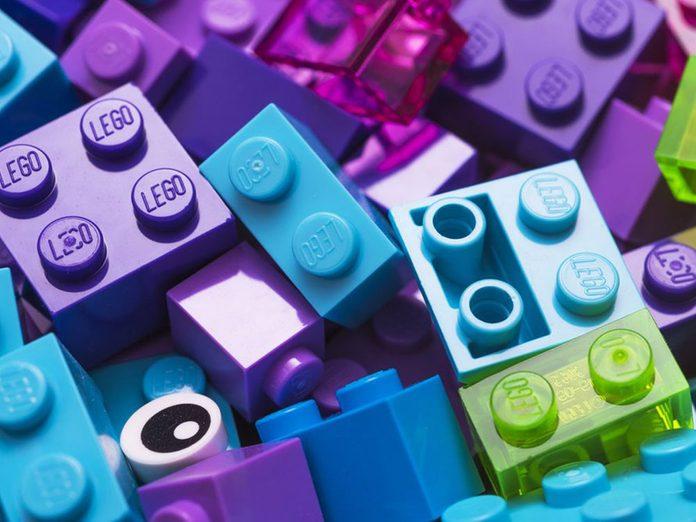 Les petits jouets en plastique font partie des choses incroyables à nettoyer dans le lave-vaisselle.