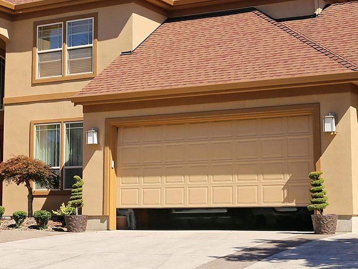 Si votre garage est le paradis des animaux, cela signifie que votre maison risque d'être infestée.
