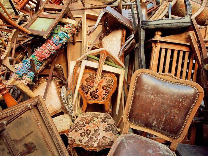 Les meubles usagés peuvent être la cause de votre maison infestée.