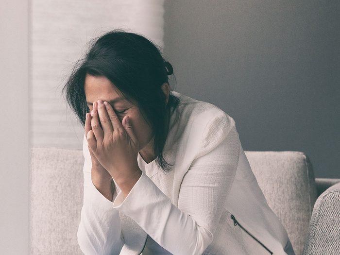 Le stress et l'anxiété peuventt engendrer une mauvaise odeur des pieds.