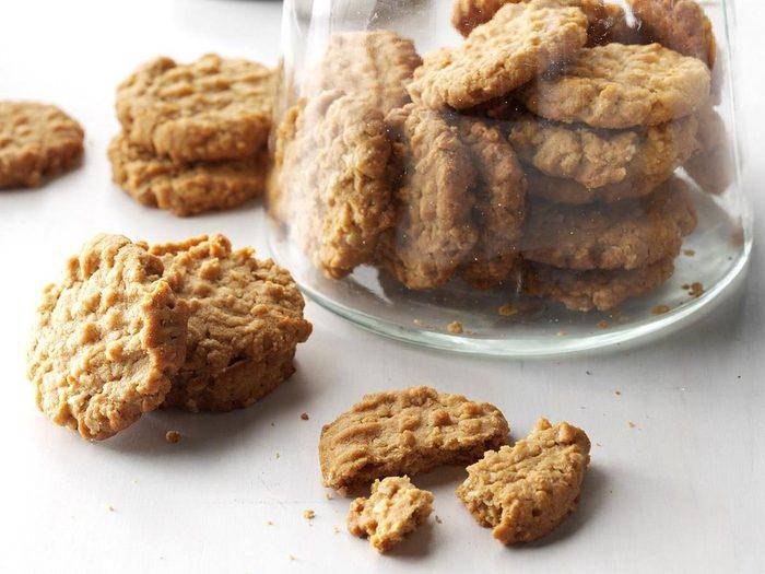 Recette de biscuits à l'avoine et au beurre d'arachide.