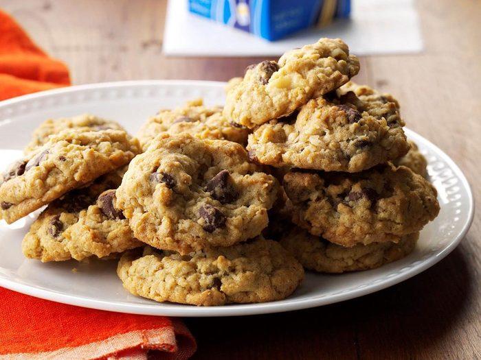 Recette de biscuits à l'avoine et aux brisures de chocolat.