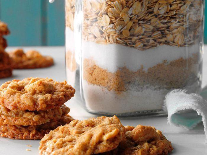 Recette de biscuits à l'avoine et aux noix de cajou salées.