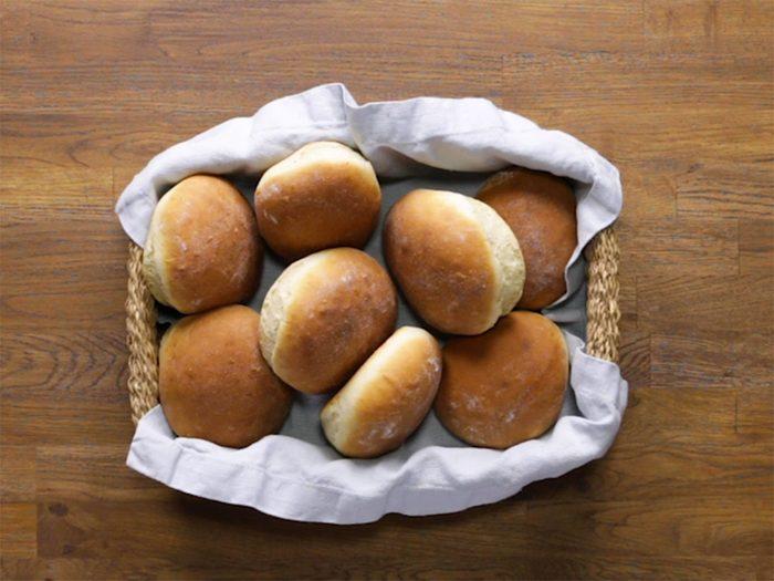 Recette de petits pains hamburgers maison en 40 minutes.