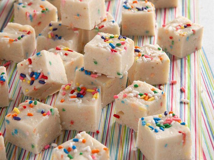 Recette de fudge gâteau d'anniversaire.