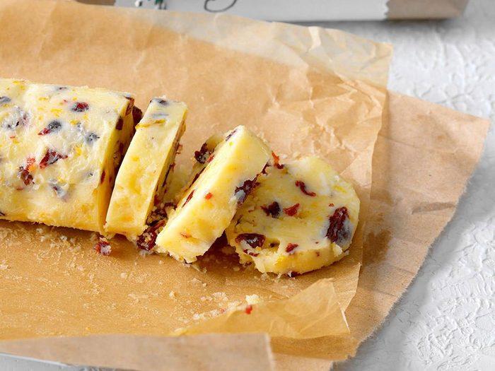 Recette en pot de beurre de canneberges et miel.