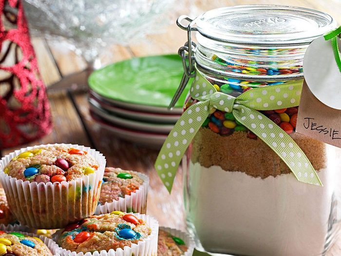 Recette en pot de préparation pour muffins aux bananes et brisures de chocolat.