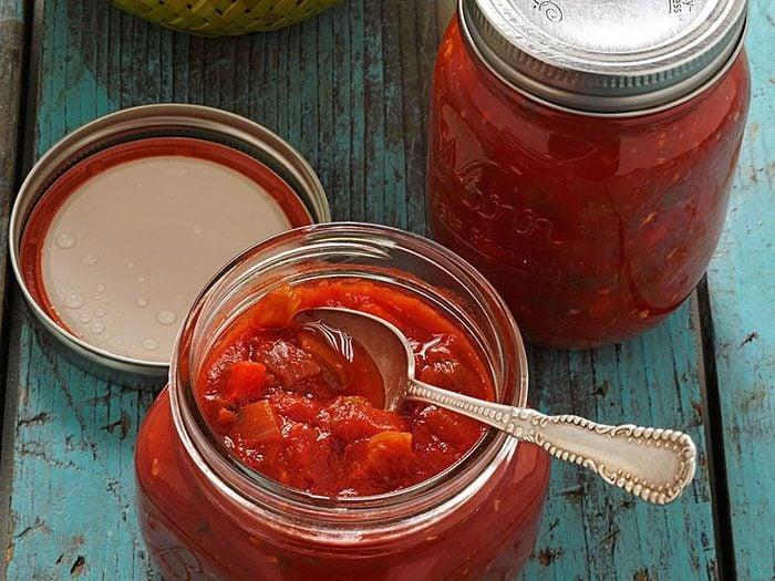 Recette en pot de salsa de tomates douces.