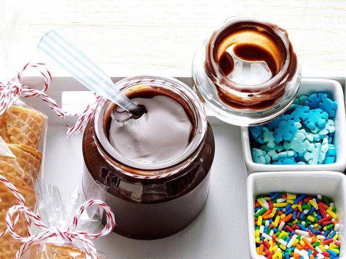 Recette en pot d'une délicieuse sauce au chocolat.