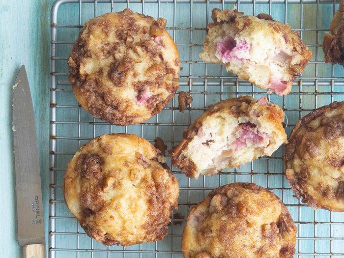 Recette de muffins façon streusel à la rhubarbe.