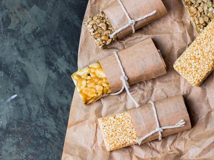 Les collations et les aliments emballés dans le cadre d'un régime keto.