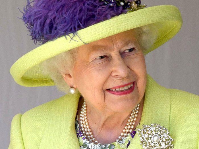La Reine Élizabeth II ne cédera jamais le trône.