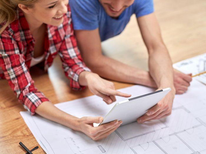 Il est nécessaire de faire preuve d'ouverture dans le couple pour que la rénovation se déroule sans heurts.