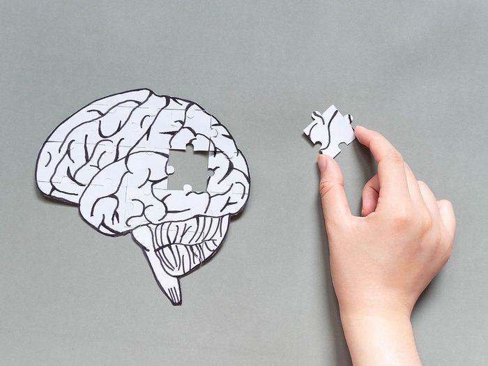 Typiquement, la maladie d'Alzheimer est associée à un déclin de la mémoire épisodique.