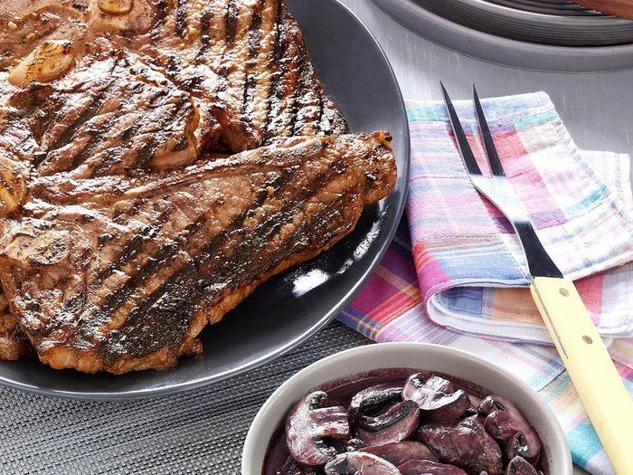 Barbecue Recette Viande Legumes T Bone Ail Champignons Sauce Au Vin