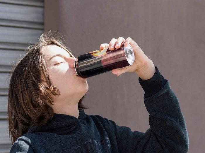 Les boissons énergétiques font partie des meilleures boissons pour s'hydrater.