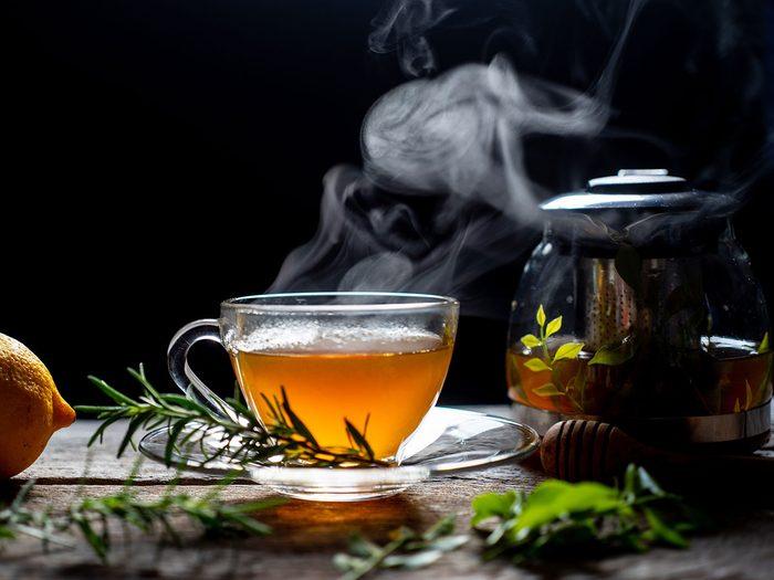 Le thé est l'une des meilleures boissons pour s'hydrater.