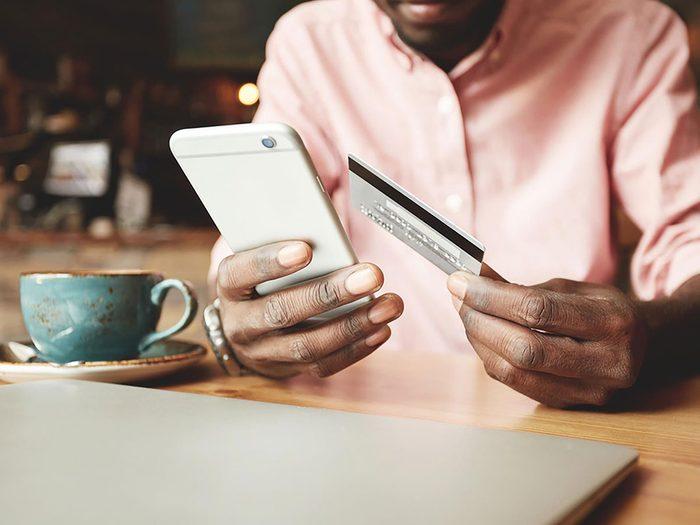 Ne jamais utiliser sa carte de crédit lors d'un achat virtuel dans un point Wi-Fi public.