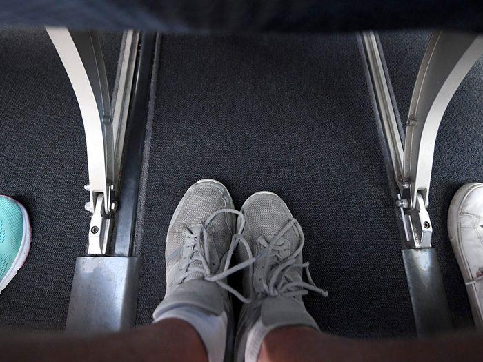 Les chaussettes font partie des choses gratuites à demander dans l'avion.