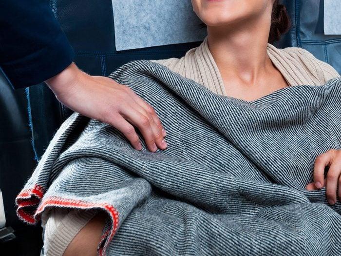 Les couettes ne font pas partie des choses gratuites à demander dans l'avion.