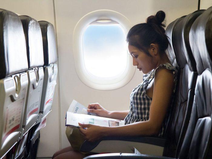 Les magazines font partie des choses gratuites à demander dans l'avion.