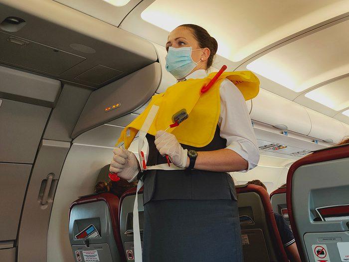 Les gilets de sauvetage ne font pas partie des choses gratuites à demander dans l'avion.