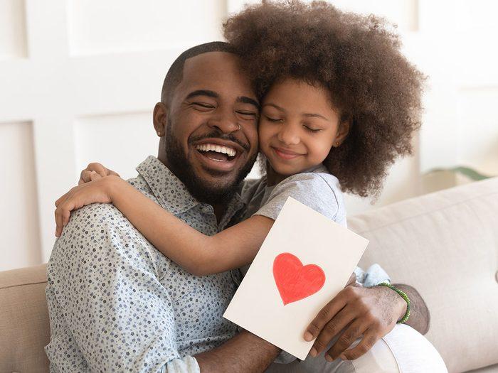 Nous achetons davantage de cartes pour maman que pour la fête des pères.