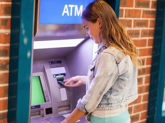 Les frais cachés d'un ATM hors réseau.