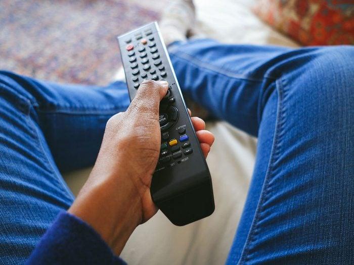 Les frais cachés des fournisseurs de télé par câble.
