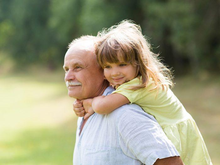 es enfants proches de leurs grands-parents sont en meilleure santé mentale.