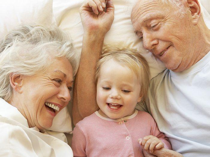 En tant que grand-parent, ai-je le droit de gâter mes petits-enfants?