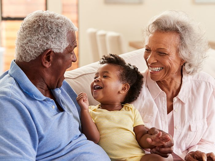 Les grands-parents vont-ils mieux grâce à leurs petits-enfants?